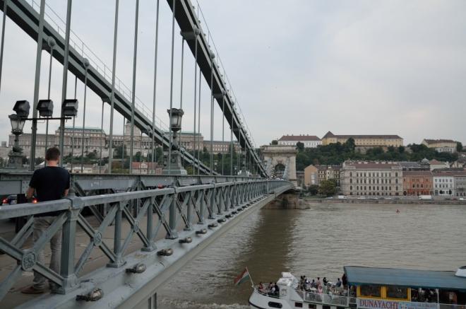 Současná konstrukce mostu pochází z roku 1949, nepřečkala totiž rok 1945, kdy město obléhali Sověti. Zboření tohoto a dalších čtyř mostů zařídili v rámci evakuace z Pešti do Budína Němci, i přes protesty maďarských důstojníků, kteří jinak bojovali na jejich straně.