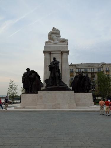 """Památník věnovaný Istvánu Tiszovi (""""ištván tysa""""), jenž byl mimo jiné maďarským premiérem za první světové války"""