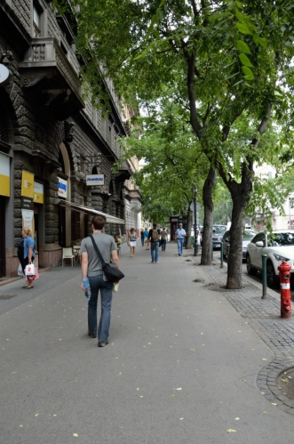 Andrássyho třída nás teď povede další dva kilometry na severovýchod. Stejně jako mnoho dalších věcí, které dnes Budapešť vyloženě zdobí, i tato třída vznikla v rámci velkého rozvoje města v druhé polovině 19. století.