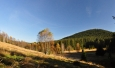 Ráno je opět vymalováno. Stoupáme k Horní Zelené Hoře s výhledem na Spálený vrch.