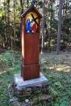Jedno z nových dřevěných zastavení křížové cesty.
