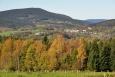 Z louky u bývalé osady Ktiška je v dohledu celý Libín (1 093 m n. m.) a Chroboly. Tisícových vrcholů odsud vidíme hned několik.