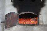 U roztopená pece se ohřejeme, brzy se ale popel bude odnášet.