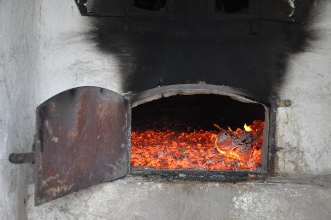 U roztopená pece se ohřejeme, brzy se ale popel bude vydnášet.