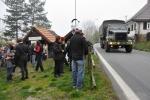 Kolem jezdí kolony belgických vojenských aut do VVP Boletice.