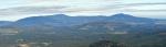 Boubín s Bobíkem pos sebou ukrývají Zátoňskou horu, kde jsme včera stály na jejím vrcholu.