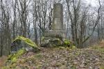 Vrchol Liblína zdobí tento pomník.