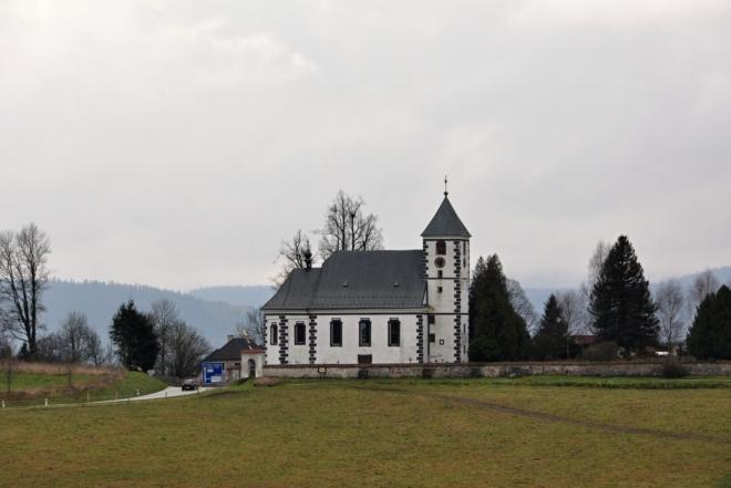 Želnavský kostel,  od Slunečné, kam se vracíme a zkracujeme si tak naučnou stezku.