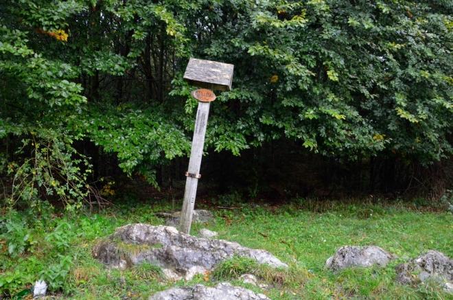 Istállóskő je o tři metry vyšší než Bálvány a ještě začátkem roku platil za nejvyšší vrchol celého pohoří. Pak ale jinému vrcholu nově naměřili o dva metry více, v Bukových horách jsou tyto souboje těsné.