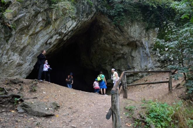 Jeskyně Istállós-kő (Istállós-kői-barlang) je jedna z mnoha jeskyní v Bukových horách. Byly v ní nalezeny známky pravěkého osídlení, pravěké nástroje i kosti mamutů a dalších běžných zvířat té doby.