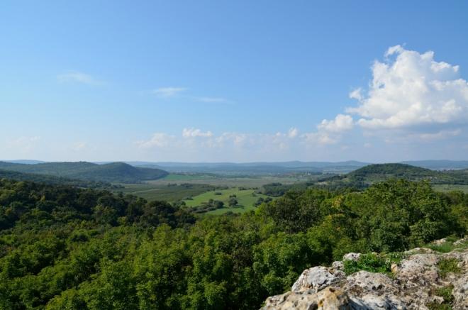 Pohled do nitra poloostrova, některé místní kopce bývaly aktivními vulkány.