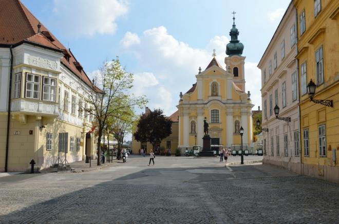 """Náměstí Bécsi kapu (""""béči kapu""""), zde se zacykluji definitivně."""