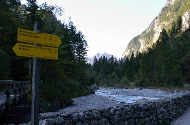 Plánujeme dojít nejméně k Wimbachgrieshütte, vzdálené asi 8 km chůze od našeho parkoviště.