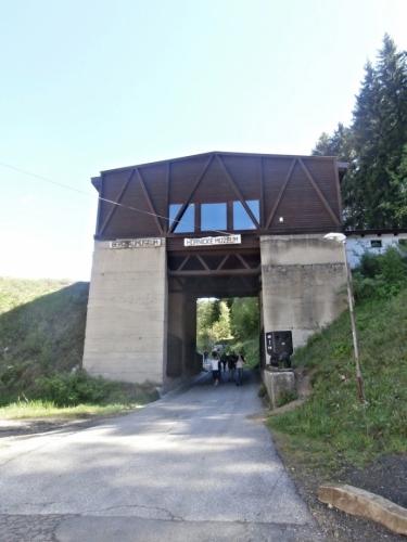 Před branami muzea
