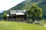 Na cestě po louce (Ochsenwald Alm) leží další pěkná chaloupka.