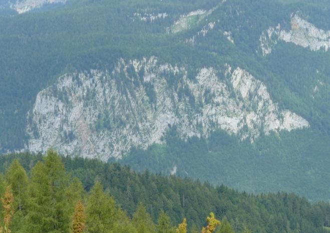 Stěna s vlnitými vrstevnicemi pod Warschenkem