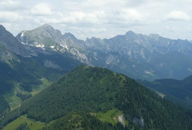 Hřeben Haller Mauern, vlevo vrchol Scheiblingstein