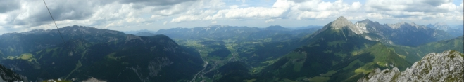 Panorama z Bosrucku, pohled na sever. Zleva Warscheneck, Sengsengebirge a Haller Mauern