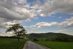 Cestou do Květné děláme dvě krátké zastávky kvůli focení. Zde je Malý a Velký Lopeník nad Březovou.