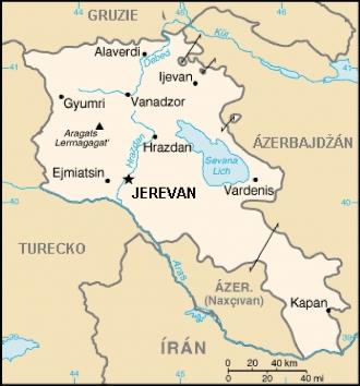 """Zde si trochu vypomohu mapkou převzatou ;odtud; (volné dílo) – do Arménie vjíždíme zhruba tam, kde leží její nejsevernější výběžek, dalším průjezdním místem bude Ijevan (""""Idževan""""). Do Jerevanu nám chybí asi 200 km převážně kavkazským tempem."""