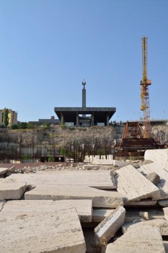 Takhle krásně pak Kaskády nahoře končí. Nedávno zde rozestavěli nějaký muzejní komplex, práce už ovšem pár let stojí.