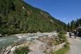 Vysoké vodopády jsou velkou atrakcí, ale ten kdo nedojde až na travnaté louky plné dřevéných Almů a pasoucích se krav, přijde o hodně...
