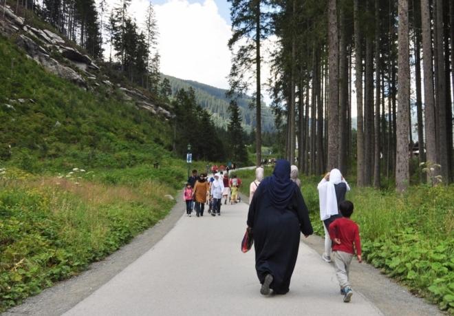 Chladné údolí je přitažlivé i pro muslimské návštěvníky. Ti se ale až do Krimmler Achenthalu až na výjimky nepouštějí.