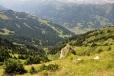 Údolí ostře spadá k Dorfgasteinu.