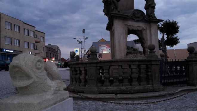 Celé náměstí je nově a velmi hezky zrekonstruované (2014).