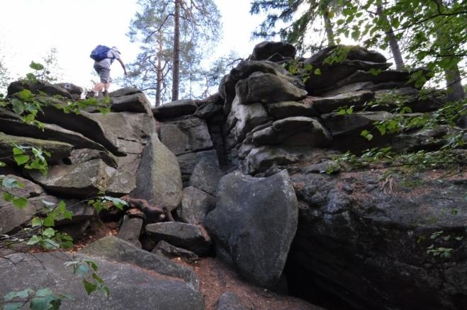 U Zkamenělého zámku je prokázané neolitické a slovanské osídlení.