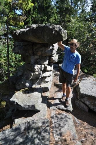 Lisovská skála skrývá i tento skalní hřib. Jde o jednu z mnoha ortorulových skal na hřebenovce. Její vrchol je nepřístupný.