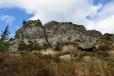 Skalní blok Ostrého tvoří hranici a jde o impozantní stěnu. Pro mnoho turistů jde o nejkrásnější vrchol Šumavy a lze jim dát za pravdu. V Lamu, který leží v údolí pod horou se hoře přezdívá Matterhorn des Bayerwaldes.