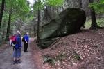 Kámen s věnováním staviteli cesty v Koppelsgrundu.