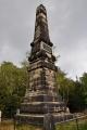 16 m vysoký obelisk připomíná připomíná návštěvu kurfiřta Augusta ll. Silného