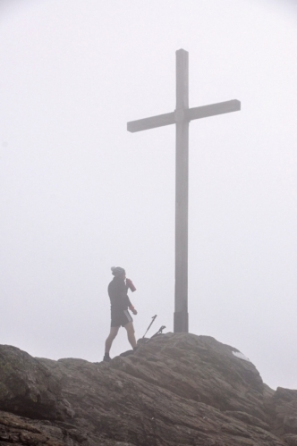 Od tohoto německého trekera jsem na vrcholku dostal šňupací tabák, který mě krásně protáhl nos.