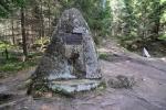Památník věnovaný staviteli Schwarzenberského kanálu Josefu Rossenauerovi.