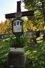 Na hřbitově za kostelem.