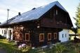 Jeden z mnoha roubených stavení Tirolského stylu.