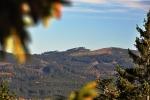 Knížecí stolec je mnohem bíže, než když jsem ho ráno fotil ze Žlebského vrchu. Už máme kus cesty v nohách.