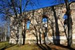 Zřícený kostel v Pohoří na Šumavě byl postaven v roce 1779. Věž propadla střechou kostela do chrámové lodě v roce 1999.