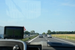 Na dálnici vedoucí z německého hlavního města Berlín se po zácpách nakonec přeci jen dočkáváme plynulé jízdy a svištíme na Hamburk.