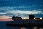 Cestou po moři z Puttgardenu do Rødby míjíme trajekty stejné společnosti mířící na opačnou stranu.