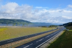 Dálnice nás vede kolem asi 100 km dlouhého jezera Mjøsa, největšího v Norsku.
