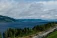 Ačkoliv podobné scenerie budou v příštích dnech naprosto běžné, nyní jsme krajinou zcela fascinováni. Na fotografii jezero Mjøsa.