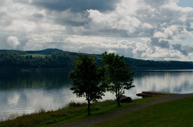 Další pohled na jezero