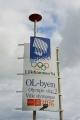 Cedule lákající návštěvníky do olympijského města Lillehammer. Zimní olympiáda se zde konala v roce 1994, v roce 2016 zde pak proběhnou zimní olympijské hry mládeže.