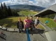 """Jeden z Honzů měl s sebou kameru GoPro a selfie tyč, a tak jsme neváhali a celou dovolenou pořizovali společná """"selfíčka"""". Tahle ze skokanského můstku v Lillehammeru je první z nich."""