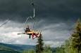 Nějaká drobná přeháňka přece skokana v norském Lillehammeru nezastaví.