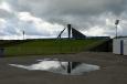 Doskočiště skokanského můstku v Lillehammeru se stojanem, kde v roce 1994 planul olympijský oheň. Velká bouřka se nakonec nekoná, už je skoro po všem.