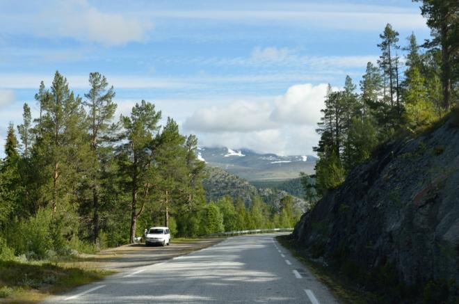 Kdo chce cestovat po Norsku, nesmí se bát serpentin a úzkých silniček. Výjezd na Rondane z Otty je oproti jiným ještě poměrně decentní.